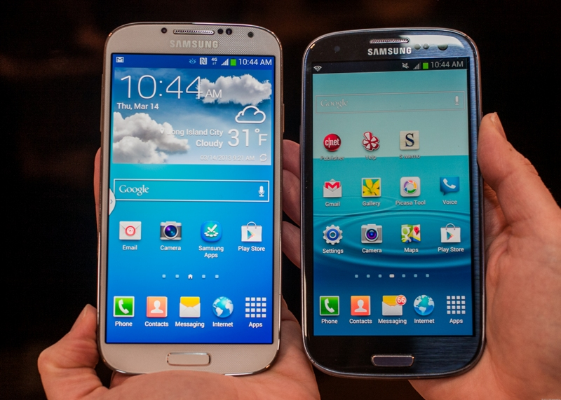 Galaxy S4 (lijevo) i S3 (desno)