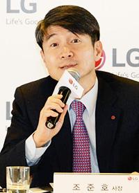 Šef LG mobilnog odjela Cho Juno na novinarskoj konferenciji